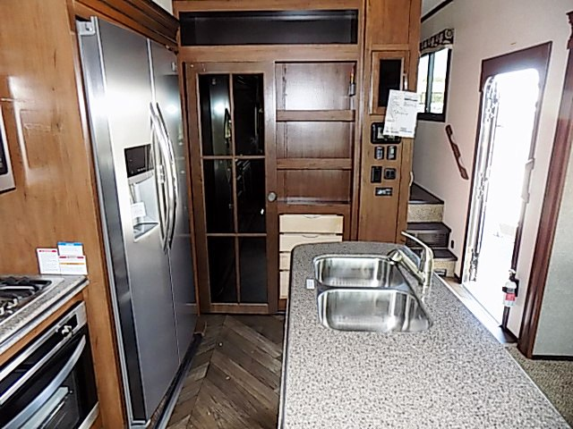 2017 Jayco North Point 381DLQS